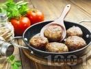 Рецепта Лесни домашни пухкави пържени кюфтета с кимион, риган, червен пипер и чубрица